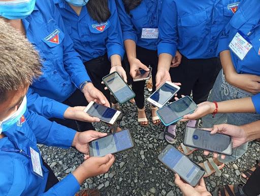 Hiện hơn 30 triệu người dùng Bluezone đã có thể khai báo y tế trực tuyến ngay trên ứng dụng phát hiện tiếp xúc gần Bluezone