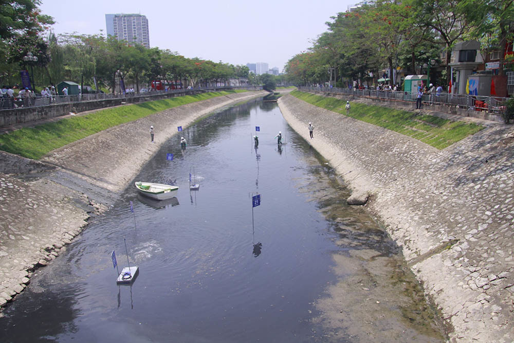 Sông Tô Lịch hiện nay đang ở tình trạng ô nhiễm trầm trọng. Nguồn: Vietnamnet.vn