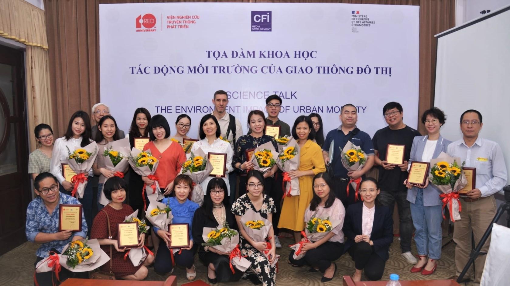 Tổng kết và trao giấy chứng nhận tham gia chuỗi tọa đàm khoa học cho phóng viên tại Hà Nội ngày 30/3/2021  Nguồn: RED