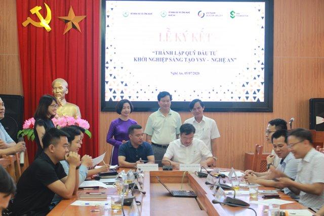 Lễ ký kết thành lập Quỹ Đầu tư Khởi nghiệp Sáng tạo VSV – Nghệ An | Ảnh: Đăng Minh