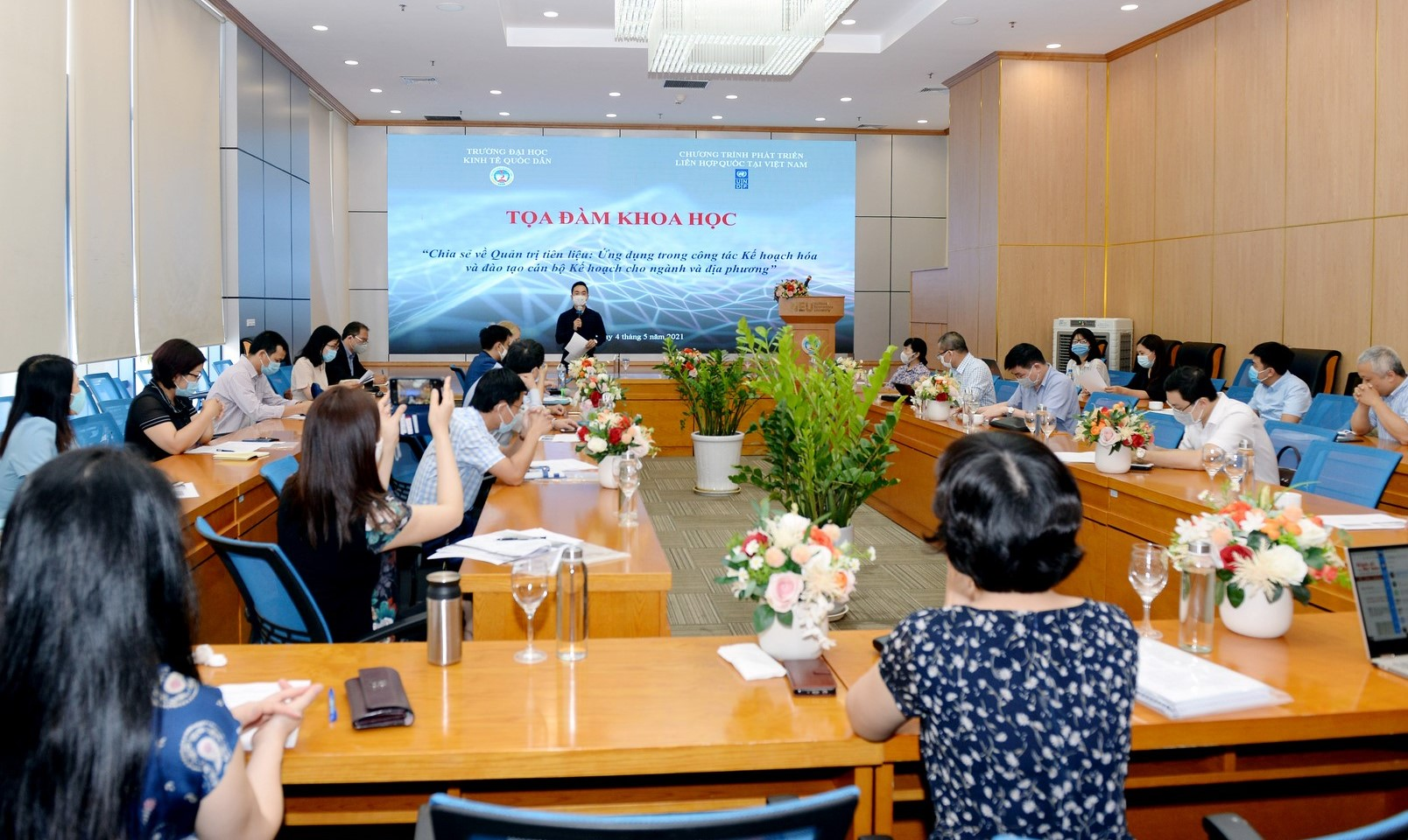 Toàn cảnh hội thảo quản trị tiên lượng ngày 4/5/2021 | Ảnh: NEU