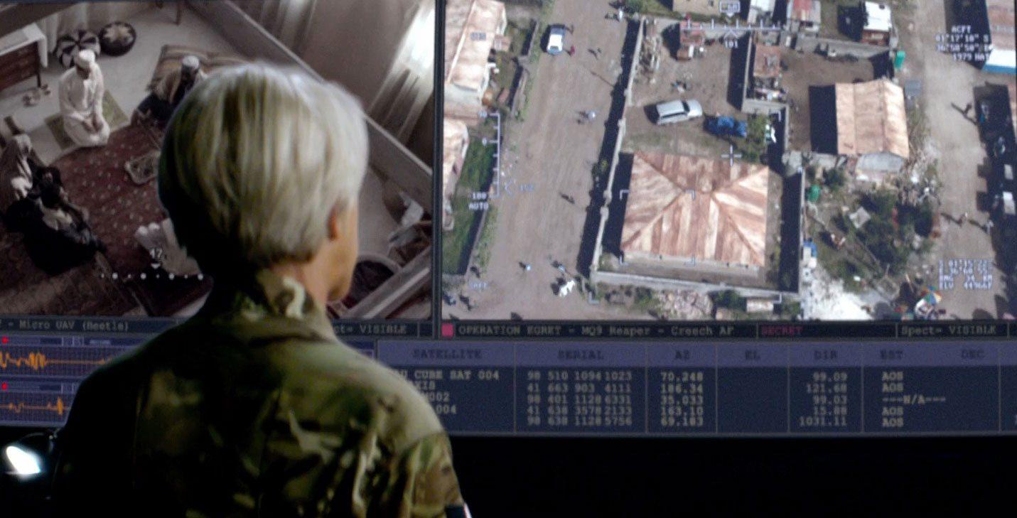 Trong bộ phim Thiên Nhãn (Eye in the Sky), cơ quan tình báo Anh đã ứng dụng rất nhiều công nghệ hiện đại (AI, drone, …) để phá tan âm mưu khủng bố, tuy nhiên họ phải đối mặt với không ít vấn đề liên quan đến pháp lý và đạo đức.
