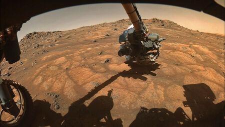Tàu Perseverance khoan những mẫu đá sao Hỏa đầu tiên
