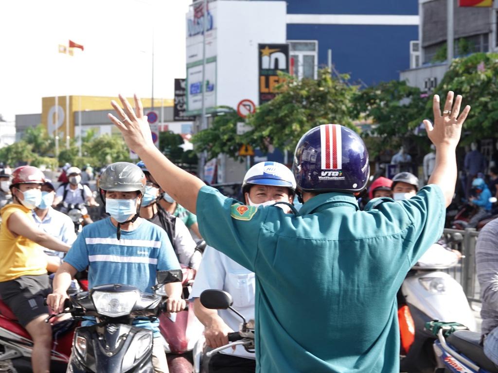 Giữa quý 2 và đầu quý 3/2021, Thành phố Hồ Chí Minh cũng nhiều tỉnh phía nam thực hiện gãn cách xã hội vì dịch COVID-19. Trong ảnh, quận Gò Vấp trước thời điểm chuẩn bị giãn cách cuối tháng 5 | Ảnh: Sỹ Đông/TNO.