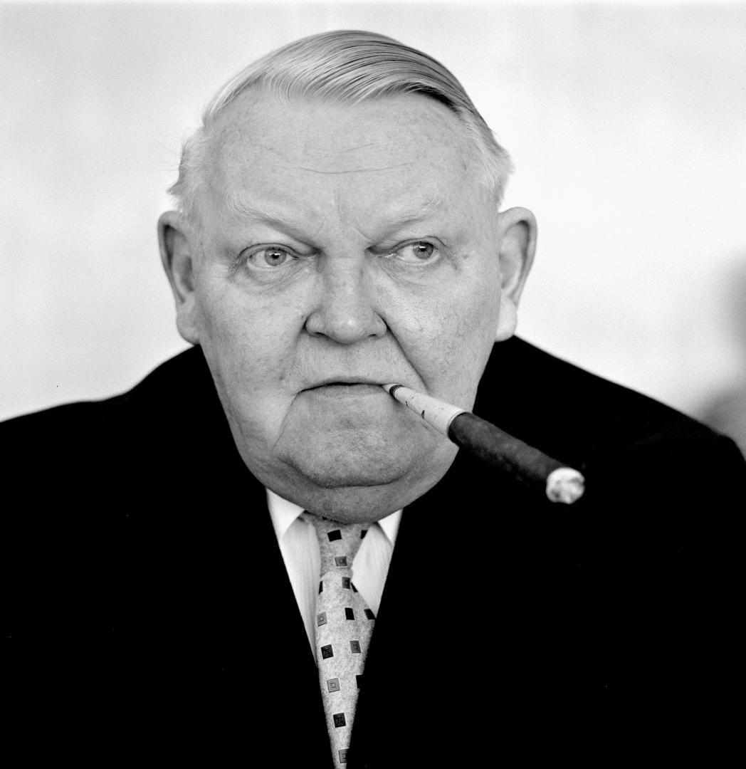 Ludwig Erhard, bộ trưởng kinh tế Tây Đức thời hậu chiến. Ảnh: Wikimedia.