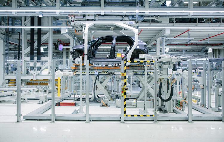 Bên trong một nhà máy của Volkswagen. Ảnh: Volkswagen.