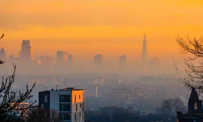 Một bầu trời màu cam trên thành phố London. Mức độ ô nhiễm không khí ở London đã giảm trong những năm gần đây. Ảnh: Michael Heath/Alamy