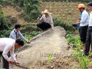 Phát hiện bãi đá cổ tại Mù Cang Chải