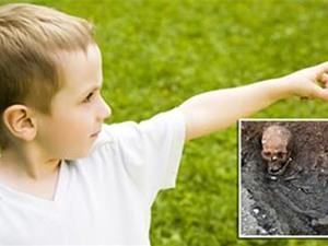 """Cậu bé 3 tuổi tố cáo kẻ giết mình ở """"kiếp trước"""""""