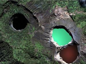 """Khám phá hồ nước """"ma quái"""" đổi màu liên tục ở Indonesia"""