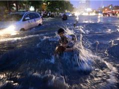 Mưa trắng trời, Sài Gòn ngập mênh mông, hàng nghìn xe kẹt cứng