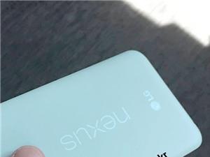 Nexus 5X lộ ảnh xanh bạc hà, so dáng với iPhone 6S