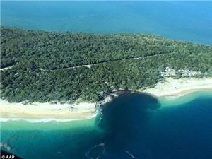"""Australia: Hố tử thần khổng lồ xuất hiện chớp nhoáng """"nuốt chửng"""" bờ biển"""