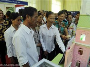 Chùm ảnh: Nông dân háo hức đi chợ công nghệ Techmart 2015