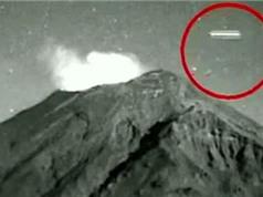UFO xuất hiện trên miệng núi lửa phun trào