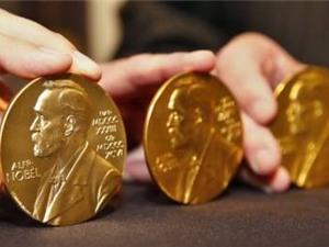 """Nếu không thể giành giải Nobel, hãy bỏ tiền ra """"mua"""""""