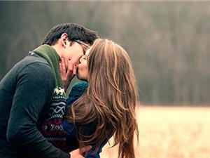 Nụ hôn tiết lộ gì về bản chất mối quan hệ?