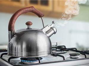 Cẩn trọng khi ống nước đun sôi để nguội lâu ngày