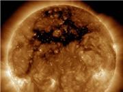 Lỗ nhật hoa khổng lồ trên Mặt Trời có ảnh hưởng tới Trái đất?