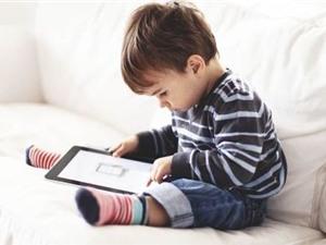 Nghiện smartphone khiến trẻ em bị biến dạng cột sống