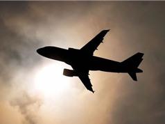 Vì sao đem pin sạc lên máy bay lại nguy hiểm?