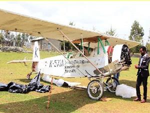 Người đàn ông 10 năm chế máy bay từ đồ cũ
