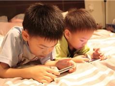 Cho con chơi smartphone, máy tính bảng là làm hại con