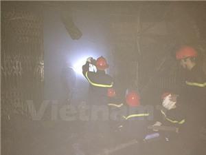 Hỏa hoạn giữa đêm, nhiều kiốt tại chợ Xốm ở Hà Đông bị thiêu rụi