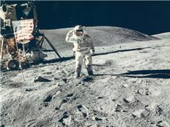 Phi hành gia lý giải hành động kỳ lạ trên Mặt trăng