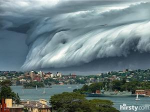 """Mây """"sóng thần"""" bao phủ bầu trời Sydney"""