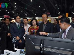 Bộ trưởng KH-CN Thái quan tâm tới sản phẩm Việt