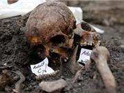 Tìm thấy hố chôn người tập thể dưới ga tàu ở Anh