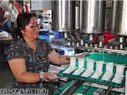 Nhà khoa học chế máy làm bánh hỏi, giúp dân bớt nhọc nhằn