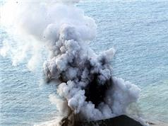 Đảo đột ngột trồi lên giữa biển và phình to gấp 12 lần sau 2 năm