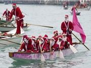 Độc đáo cuộc đua thuyền của những ông già Noel