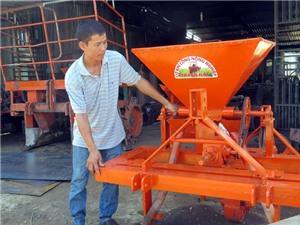 'Kỹ sư làng' chế máy nông cụ giá rẻ