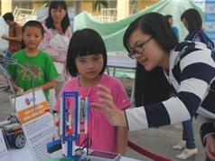 """Ngày hội STEM """"hút"""" các em nhỏ yêu khoa học"""