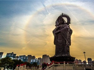 Hào quang quanh tượng phật ở Trung Quốc