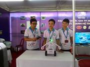 """Robot """"quản gia"""" của ba chàng sinh viên CNTT"""