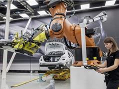 Mercedes sa thải robot để thuê con người