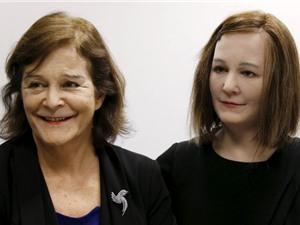 Chế tạo thành công robot chăm sóc người già và trẻ em
