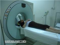 Ứng dụng bức xạ hạt nhân trong y học: Thiếu máy, thiếu cả người