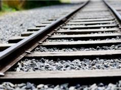 Vì sao phải rải đá dọc theo đường ray xe lửa?