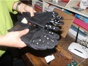 """Học sinh cấp 3 chế """"găng tay thông minh"""" cho người khiếm thị"""