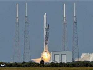SpaceX lần đầu hạ cánh thành công tên lửa đẩy Falcon 9 trên biển