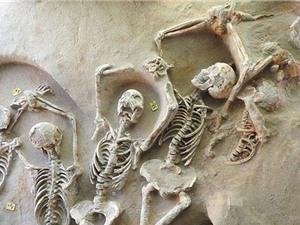 Bí ấn 80 bộ xương cổ xưa chết trong tư thế bị trói tay