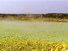 Thiên đường suối nước nóng chứa toàn axit độc