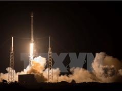 SpaceX hạ cánh thành công tên lửa đẩy Falcon 9 trên biển