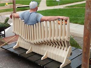 """Độc đáo với ghế """"hàng rào"""" biến hình linh hoạt"""