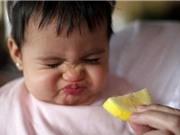 """Clip: """"Chết cười"""" với cảnh nhóc tì rùng mình sau khi ăn chanh"""